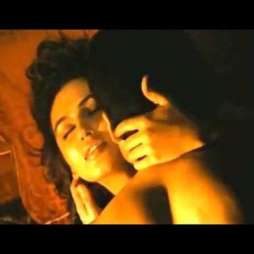Preparing from sex scenes in Bollywood movies suceuse