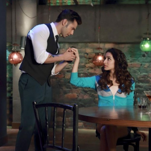 Waiter Varun Dhawan Bewitches Shraddha Kapoor, waiter varun dhawan bewitches shraddha kapoor,  bollywood news,  latest bollywod gossip,  bollywood,  aby body can dance 2,  latest movies,  upcoming bollywood movies,  varun dhawan,  shraddha kapoor