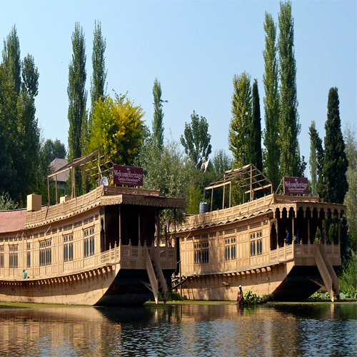 Why to choose houseboat for staying in Kashmir, why to choose houseboat for staying in kashmir,  get amazing experience of staying in houseboat in kashmir,  must go with lodging in houseboat in kashmir,  reasons to take houseboat for stay in kashmir,   ifairer