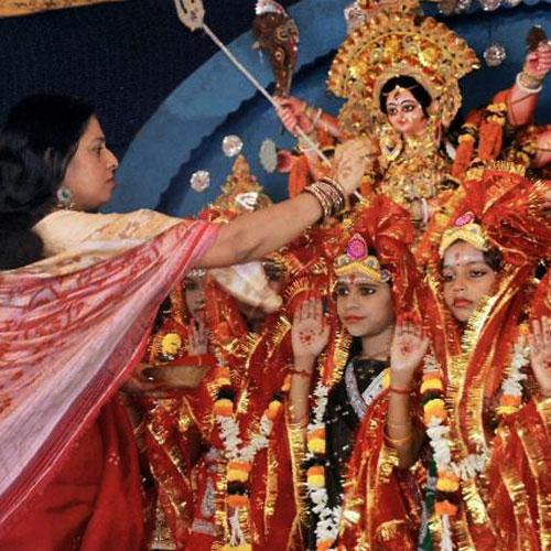 Worship of girl on Navratri, navratri special,  worship of unmarried girl on navratri,  navratri,  how to worship lord durga,  worship unmarried girl,  astrology,  numerology,  zodiac,  astrology,  ifairer